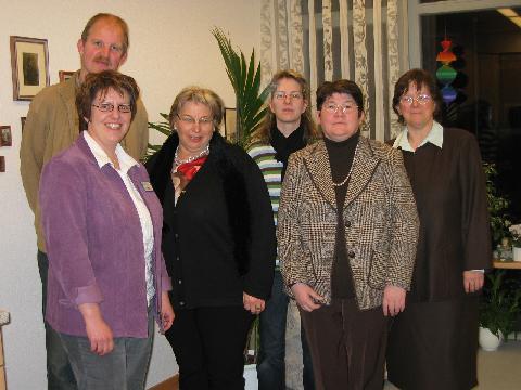 Ralf Koritko (hinten) Dorothea Behr v.l. Hildegard Kuhlmann informierten Mitglieder des CDU- Arbeitskreises