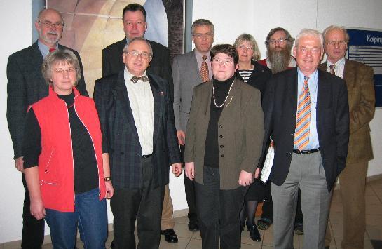 v.l. Gehörlosenberaterin Monika Westermann, dahinter Alfons Rave, Geschäftsführer Kolping- Bildungswerk und Viktor Appelmann, Geschäftsführer der Kolping- Bildungsstätte, sowie die CDU - Mitglieder im Ausschuss für Arbeit, Soziales und Senioren