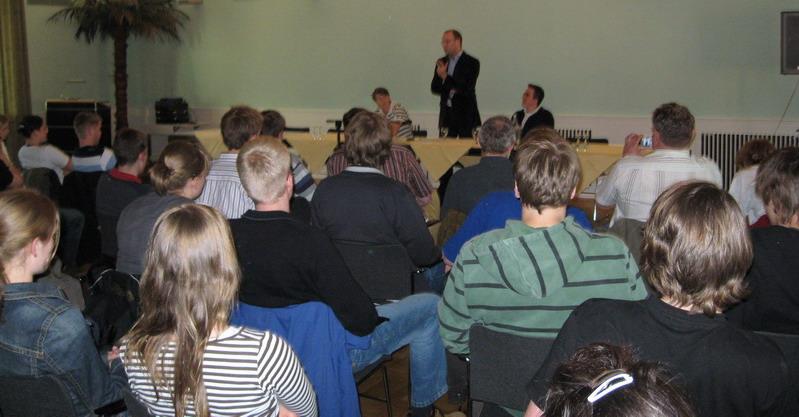 Vor rund 60 Zuhörern referierte Jens Spahn MdB über Generationengerechtigkeit.