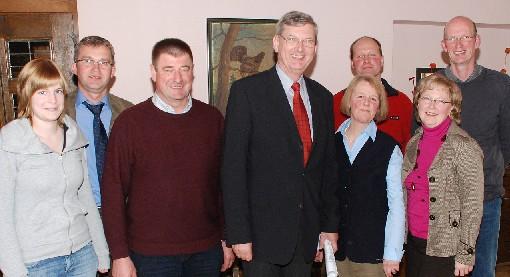 MdB Karl Schiewerling traf sich in Nottuln-Darup mit Milchbauern aus dem Kreis Coesfeld, um die aktuelle Lage und die Forderungen der Landwirte an die Agrarpolitik zu erörtern.