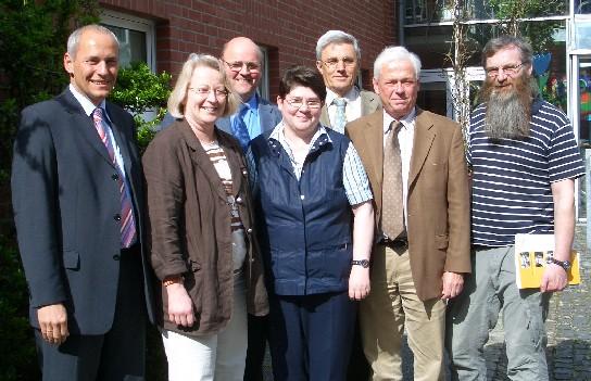 In der Marienburg in Coesfeld informierten Dr. Thomas Bröcheler, und Stephanie  Pohl (links) die  Mitglieder der CDU - Kreistagsfraktion aus dem Ausschuss Arbeit Soziales und Senioren