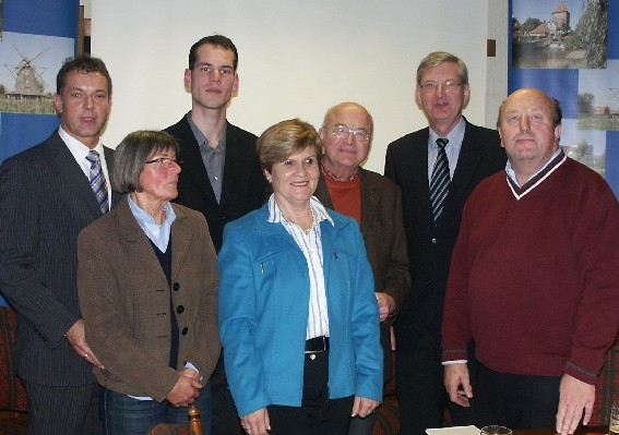Wollen nach langer Vorbereitung ein Bündnis für Erziehung in Coesfeld, die CDU-Initiatoren (v.l.) Gerrit Tranel, Margret Goß, Lutz Wedhorn. Rosi Niemeier, Raymund Zapfe,  MdB Karl Schiewerling und Norbert Hagemann.