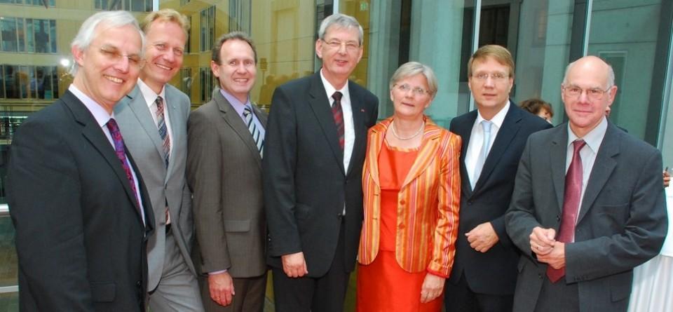 (v.l.) Bürgermeister Schneider, Dr. Oelck, Dr. Grüner, MdB Schiewerling mit Ehefrau Mechthild, Kanzleramtsminister Pofalla und Bundestagspräsident Lammert.