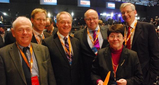 Die CDU-Delegierten auf dem Bundesparteitag im Dialog mit Umweltminister Peter Altmeier: Willi Wessels, Marc Henrichmann, Werner Jostmeier, Anni Willms und Karl Schiewerling