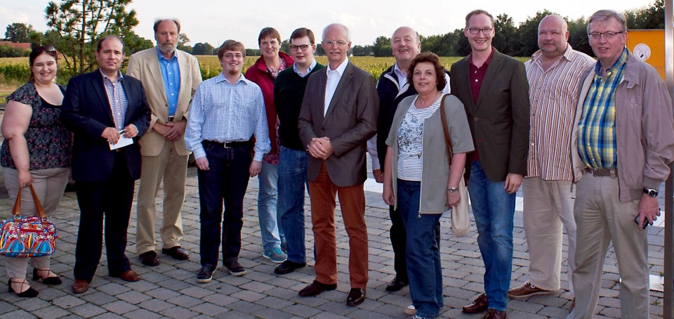 Der Rundgang mit Bürgermeister Heinz Öhmann führte die CDA-Mitglieder sowie den Fraktionsvorsitzenden Richard Bolwerk, den Stadtverbandsvorsitzenden Valentin Merschhemke und den Ortverbandsvorsitzenden Dr. Heiner Kleinschneider zum Bahnhof Lette.