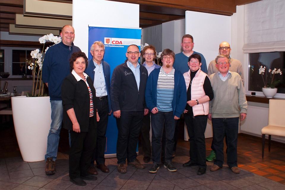 Vorstandsmitglieder der Kreis-CDA tauschten sich mit dem CDU-Fraktionsvorsitzenden Christoph Pettrup (hinten, 1.v.r.), dem CDU-Stadtverbandsvorsitzenden Klaus Düllmann (hinten, 2.v.r.) und dem örtlichen CDA-Vertreter Hermann Südfeld (vorne, 1.v.r.) aus.