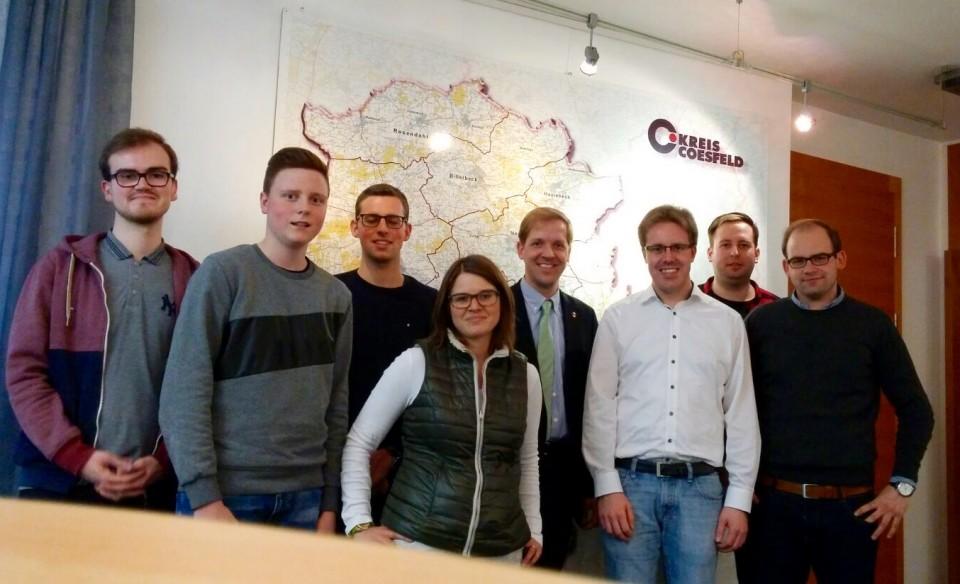 Landrat Dr. Christian Schulze Pellengahr (4. v. r.) empfing einige Mitglieder der Jungen Union unter der Führung von Kreisvorsitzendem Christoph Wäsker (3. v. r.).