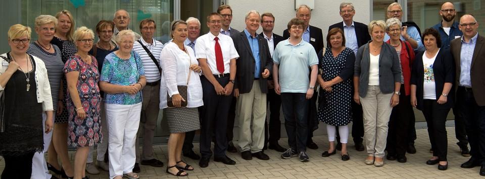Im Rahmen ihrer Sommeraktion besuchte die CDA gemeinsam mit Karl Schiewerling MdB und Werner Jostmeier MdL das Anna-Katharinenstift Karthaus und besichtigten dort das Haus Jakob.