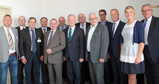 Der Deutsche Schaustellerbund mit Präsident Albert Ritter (5.v.l.) im Gespräch mit den CDU-Landtagsabgeordneten des Münsterlandes um ihren Sprecher Werner Jostmeier (7.v.l.)