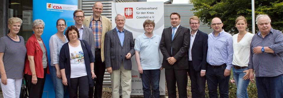 Anlässlich ihrer Sommeraktion besuchte eine Delegation der Kreis-CDA gemeinsam mit Werner Josmeier MdL (7. v. l.) und dem CDU-Kreisvorsitzenden Marc Henrichmann (5. v. l.) die Betriebsstätte InduTex der Caritas-Werkstatt Lüdinghausen.