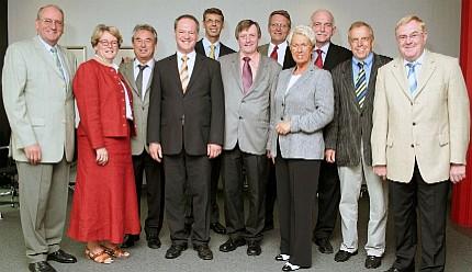 Die münsterländischen CDU-Landtagsabgeordneten (unter ihnen W. Jostmeier und B. Schemmer) mit IHK-Präsident H. Ruthmann, IHK-Hauptgeschäftsführer K.-F. Schulte-Uebbing und Handwerkskammer-Hauptgeschäftsführer W. Bourichter bei ihrem Treffen in Münster.