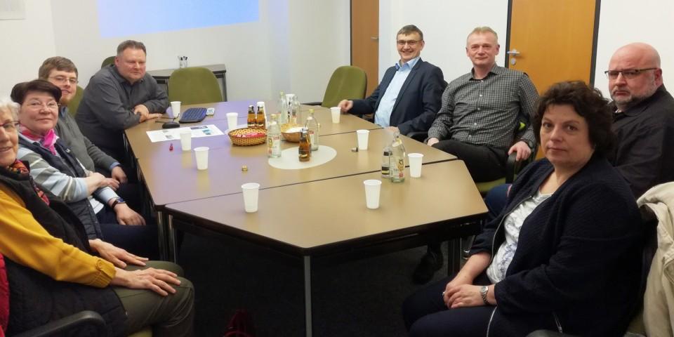 Vertreter des CDA Kreisverbandes Coesfeld, darunter Wilhelm Korth MdL (4. v. r.), tauschten sich mit AZ-Kreisredakteur Detlef Scherle (4. v. l.) über die Herausforderungen bei der Medienarbeit aus.