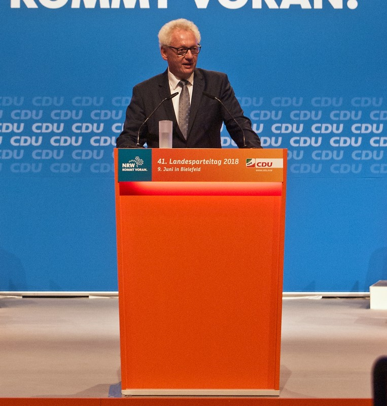 Gochermann am Rednerpult beim CDU Landesparteitag in Bielefeld. (Quelle: Jan Willimzig)