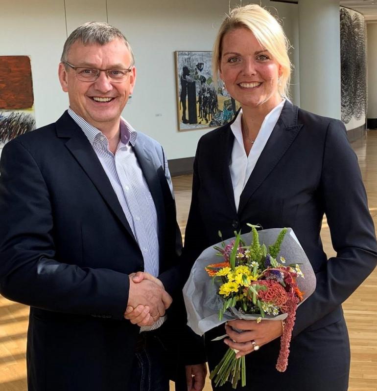 Stabwechsel beim CDU-Agrarausschuss des Bezirks Münsterland: Nach 12 Jahren gab Christina Schulze Föcking MdL den Stab an den Coesfelder Landtagsabgeordneten Wilhelm Korth weiter.