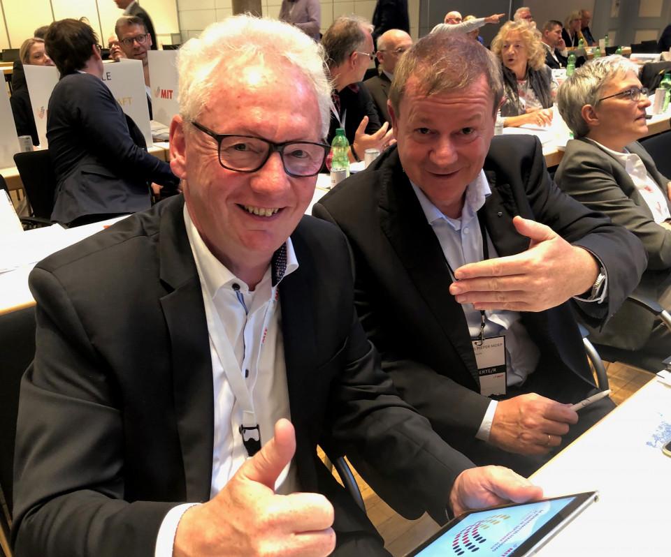 Dr. Josef Gochermann und der Münsterländer Europaabgeordnete Dr. Markus Pieper unmittelbar nach Bekanntgabe des Wahlergebnisses für den MIT-Bundesvorstand.