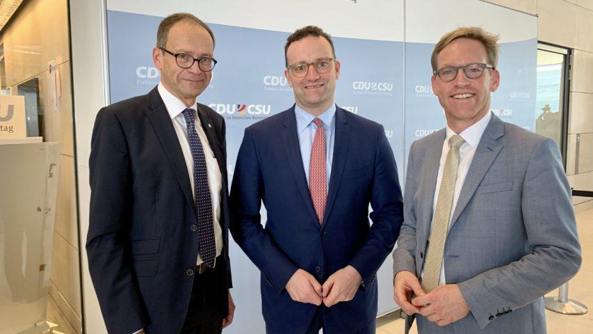 Über die Reform der Notfallversorgung sprach Christoph Schlütermann mit Minister Jens Spahn. Der heimische Bundestagsabgeordnete Marc Henrichmann (v.l.) hatte den Kontakt vermittelt.